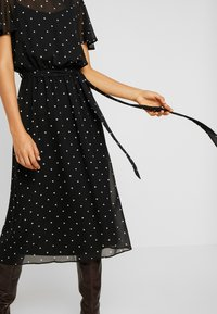 Dorothy Perkins Tall - BILLIE BLOSSOM SPOT BELTED FIT & FLARE - Day dress - black - 6
