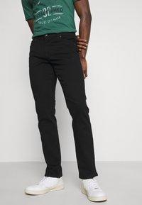 Mustang - VEGAS - Slim fit jeans - black denim - 0