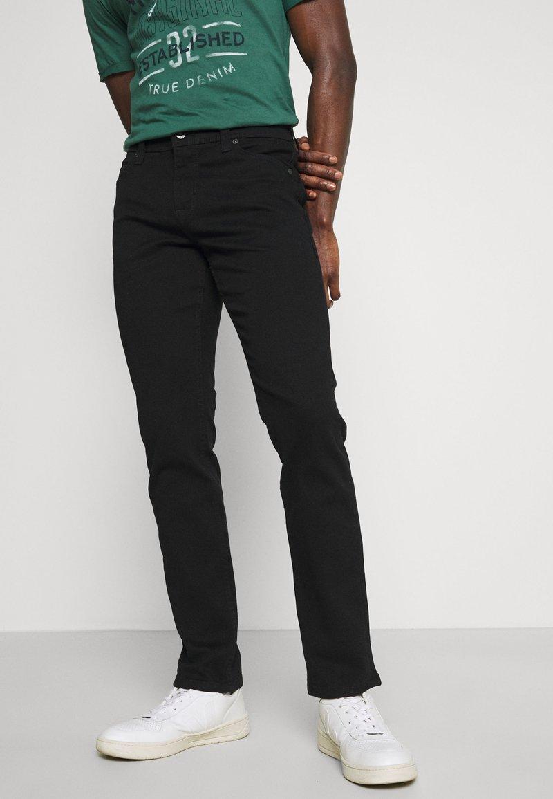 Mustang - VEGAS - Slim fit jeans - black denim