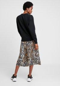 Vero Moda - VMSISSEL BUTTON SLIT SKIRT - Maxi skirt - birch - 2
