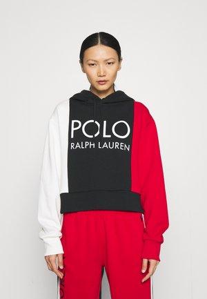 Felpa - nevis/polo black/red