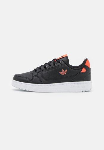 NY 90 UNISEX - Sneakers basse - core black/solar red/bluebird