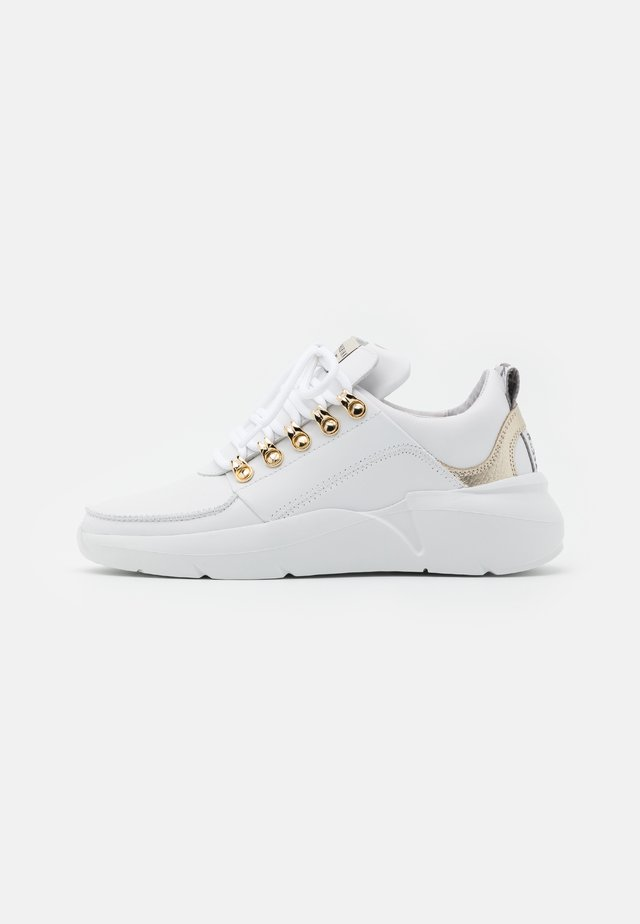 LUCY ROGUE ROYAL - Sneakersy niskie - white/gold