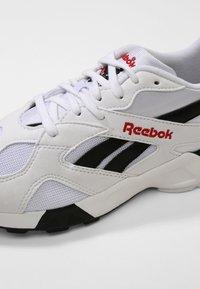 Reebok Classic - AZTREK - Sneakersy niskie - white/black/excellent - 5