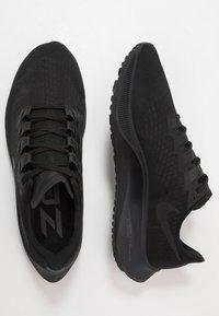 Nike Performance - AIR ZOOM PEGASUS 37 - Obuwie do biegania treningowe - black/dark smoke grey - 1