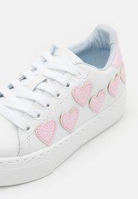 CHIARA FERRAGNI - Trainers - bianco/rosa - 5