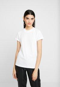 ONLY - ONLCRUZ TEE BOX 2 PACK  - Basic T-shirt - black/white - 2