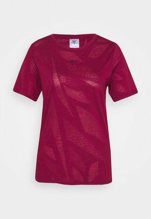 BURNOUT TEE - Camiseta estampada - punch berry
