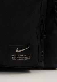 Nike Performance - UTILITY POWER DUFF - Sportovní taška - black/enigma stone - 6