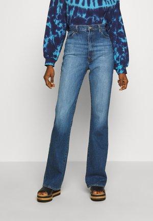 RUNWAY HIGH RISE BOOT - Bootcut jeans - blue denim