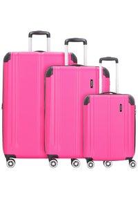 Travelite - CITY 4-ROLLEN KOFFERSET 3TLG. - Luggage set - beere - 0