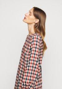 Victoria Victoria Beckham - BELL SLEEVE SHIFT DRESS - Day dress - cream/sunset/midnight - 5