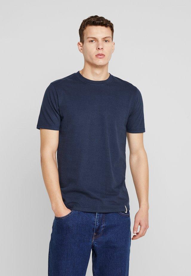 AKROD - Basic T-shirt - sapphire blue