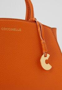Coccinelle - CONCRETE HANDBAG - Handbag - ginger - 3