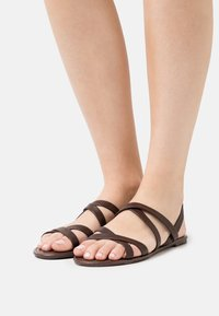 Rubi Shoes by Cotton On - LUCY STRAPPY SLINGBACK - Sandales - choc - 0