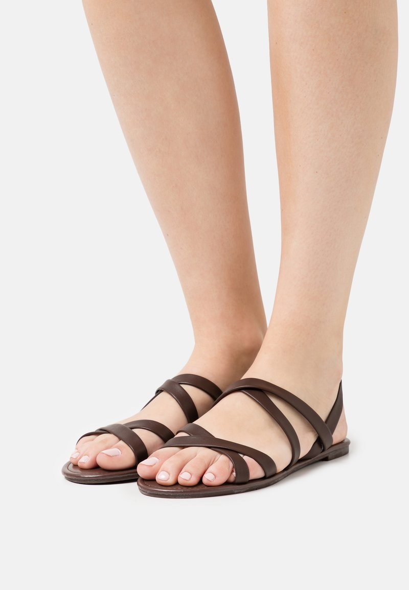 Rubi Shoes by Cotton On - LUCY STRAPPY SLINGBACK - Sandales - choc