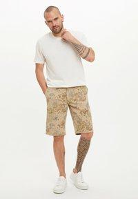 DeFacto - Basic T-shirt - beige - 1