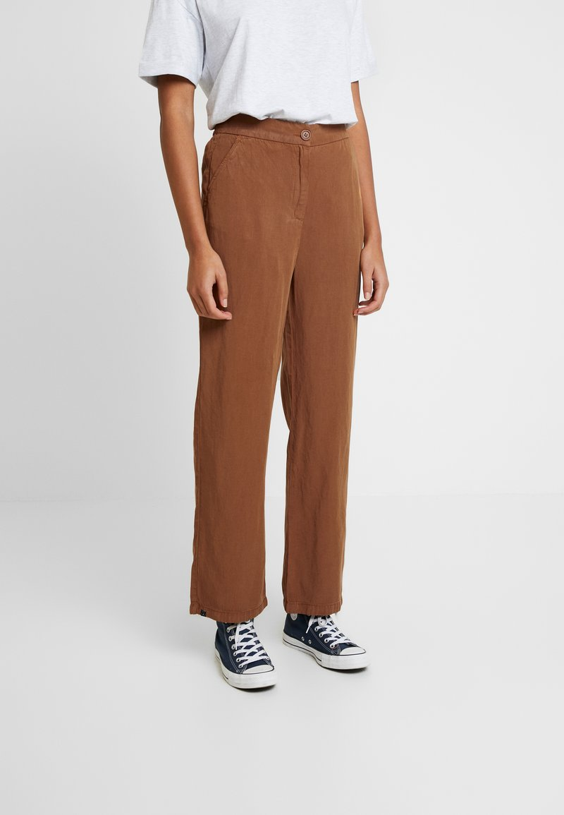 AMOV - CLEO SPIRIT PANT - Spodnie materiałowe - amber