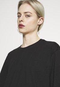 Monki - ABELA - T-shirts - black dark - 5