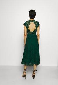 IVY & OAK - DRESS MIDI - Cocktail dress / Party dress - eden green - 2