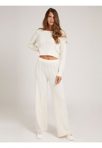 Guess - STRICKHOSE ZOPFMUSTER - Trousers - creme - 1