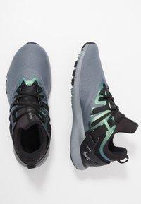 Nike Performance - FLEXMETHOD TRAINER - Gym- & träningskor - black/cool grey - 1