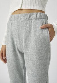 PULL&BEAR - Tracksuit bottoms - light grey - 4