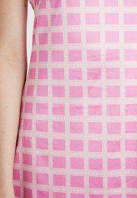 HOSBJERG - NORA LOGO DRESS - Jerseykjoler - pink - 5
