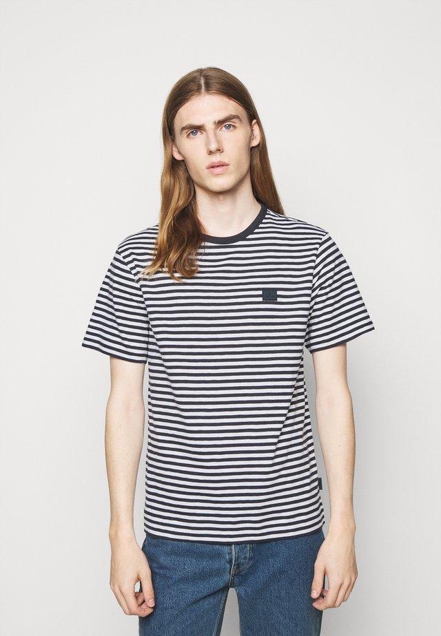 CHARLES STRIPE - T-shirt con stampa - navy
