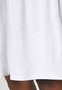 Missguided - TIERED SMOCK DRESS - Robe en jersey - white - 5