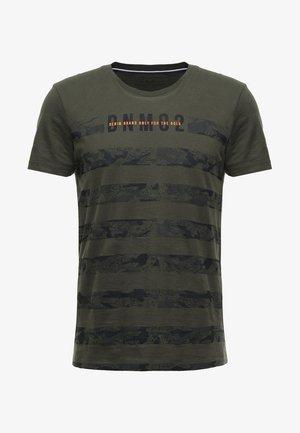 STRIPED PANELPRINT - T-shirt con stampa - woodland green