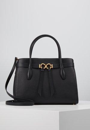 QUINN LARGE SATCHEL - Håndtasker - black