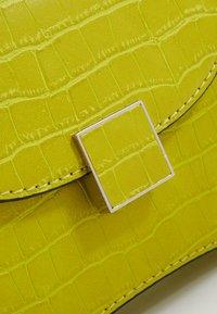 Who What Wear - BERNNAN - Handbag - limeade - 2