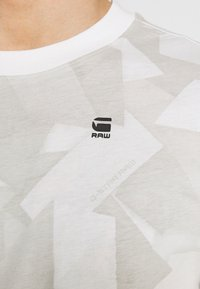 G-Star - TAPE CAMO AOP ROUND SHORT SLEEVE - T-shirt imprimé - cool grey - 5