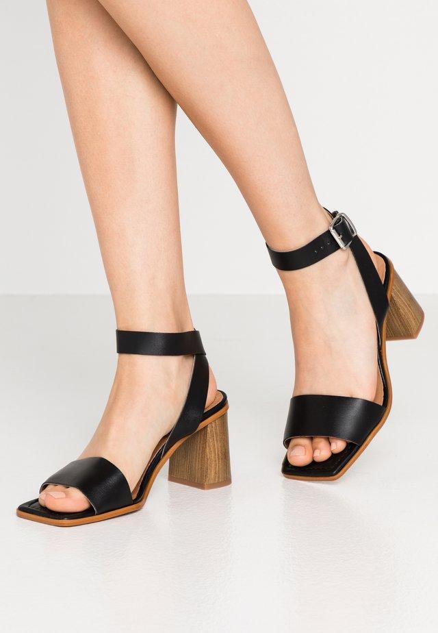 CALLI - Sandaalit nilkkaremmillä - black