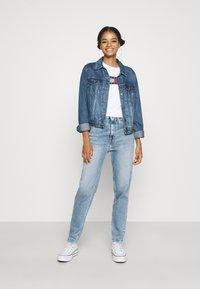 Tommy Jeans - MOM - Relaxed fit jeans - denim light - 1