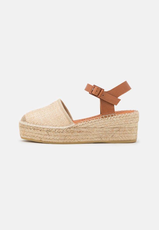 JAVA  - Sandály na platformě - sumatra natural