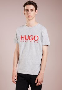 HUGO - DOLIVE - T-shirt con stampa - open grey - 0
