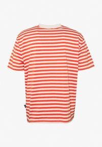 Kickers Classics - HORIZONAL STRIPE TEE - T-shirt z nadrukiem - orange - 1
