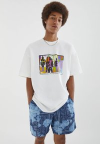 PULL&BEAR - MIT BUNTEM SLOGAN - Print T-shirt - white - 3