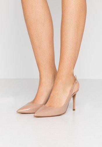 Zapatos altos