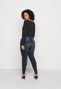 Pieces Curve - PCDELLY  - Jeans Skinny Fit - dark blue denim - 2
