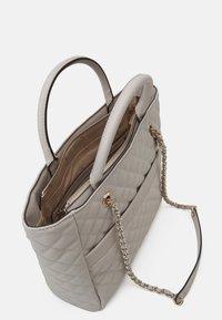 Guess - ILLY ELITE TOTE - Handbag - grey - 3