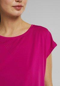 Esprit Sports - Basic T-shirt - berry red - 3