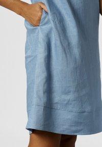 Apart - LINEN DRESS - Vestito estivo - lightblue - 3