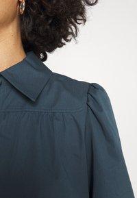 Tory Burch - ARTIST DRESS - Shirt dress - dark chambray - 4