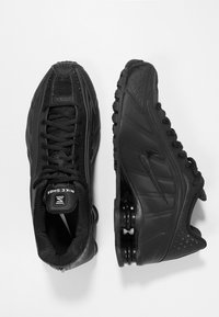Nike Sportswear - SHOX R4 - Trainers - black/white - 2