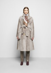 Bally - LUXURY COAT - Klasický kabát - dove - 1