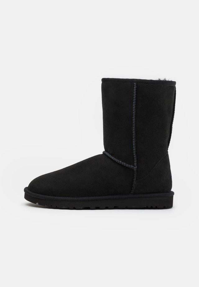 CLASSIC SHORT - Snowboot/Winterstiefel - black
