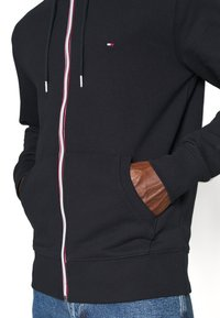 Tommy Hilfiger - CORE C ZIP HOODIE - Bluza rozpinana - blue - 4